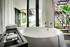beach-pool-villa-bath